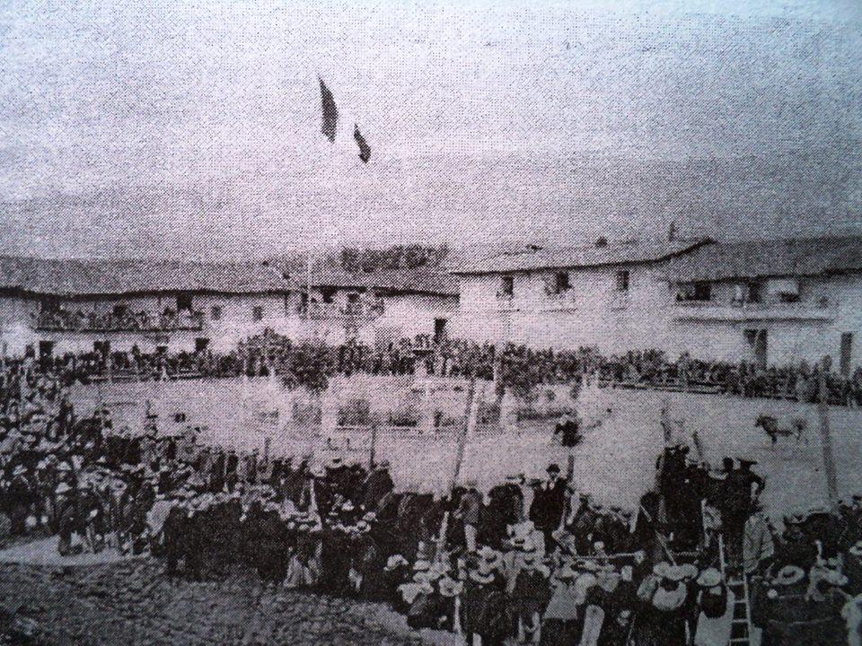 Corrida de toros en la plaza de armas de Chota año 1900